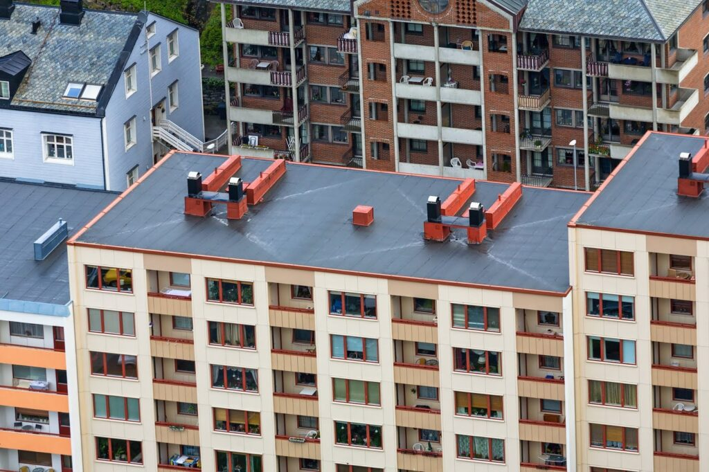 The Roof Shootout: Flat Roofs vs. Slope Roofs