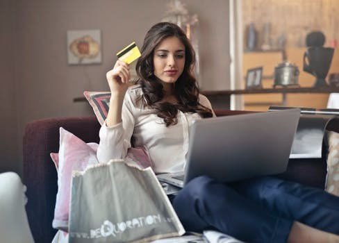 9 Budget Apps That You Need to Have For Holiday Shopping