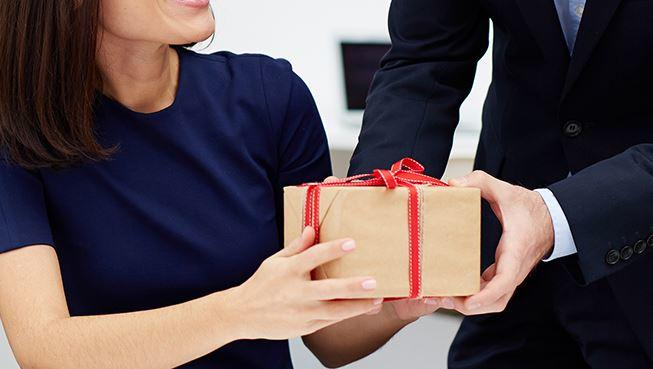 Enhance Your Profits Through Corporate Gifting!